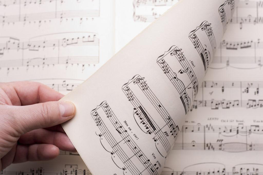 Sheet-music-score-Weezic-Review.