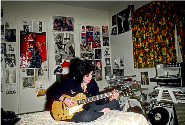 . Tips to take your guitar playing from the Bedroom to the Stage