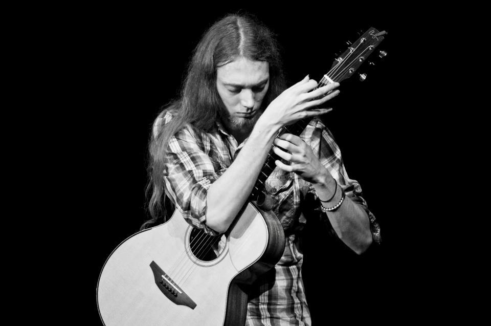 5 Contemporary Fingerstyle Guitar Players You Need To Hear 2 Mike