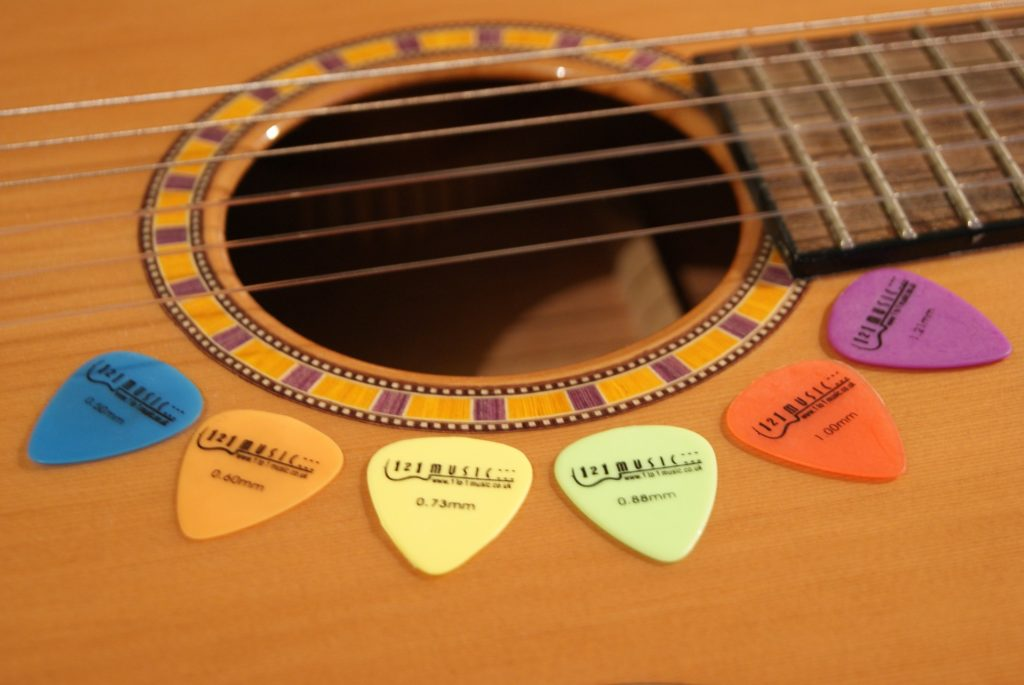 Different Guitar Picks Different Sounds Pick What You Like