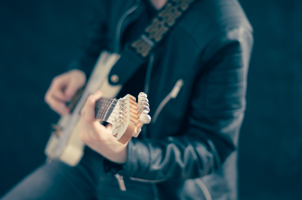 10 Easy Ear Training Techniques Every Beginner Guitar Player Should Use