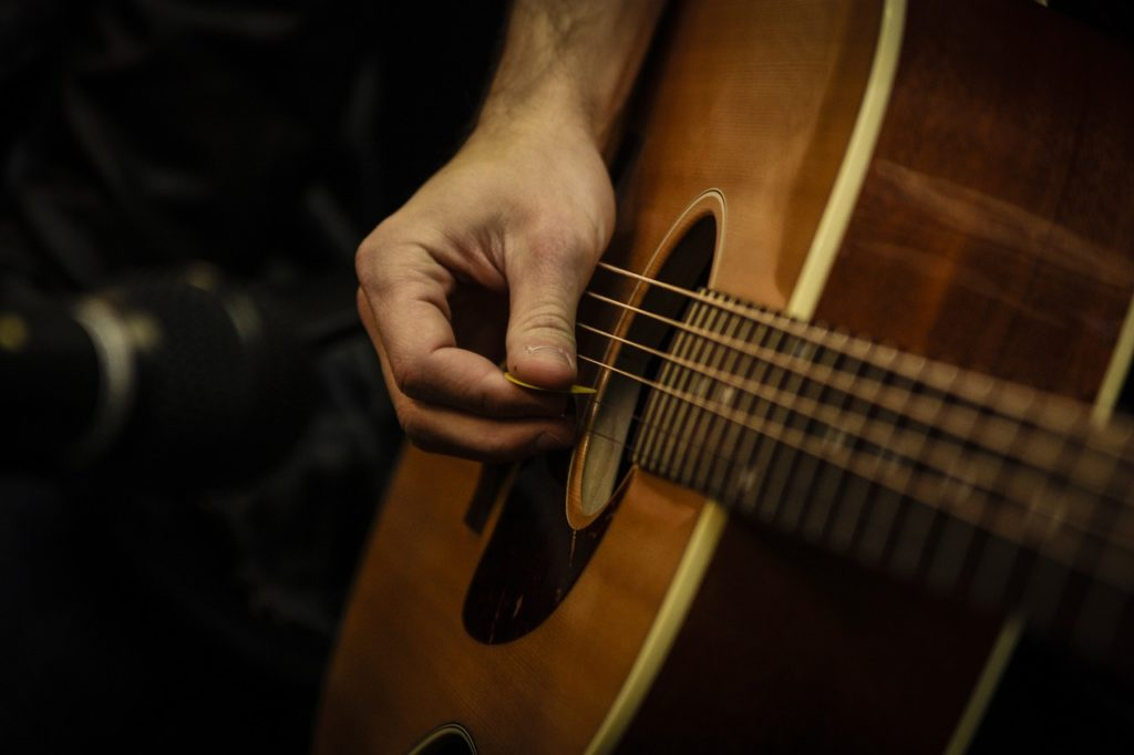 Learn Guitar: 10 Tips to Help You Find Your Strumming Groove ...